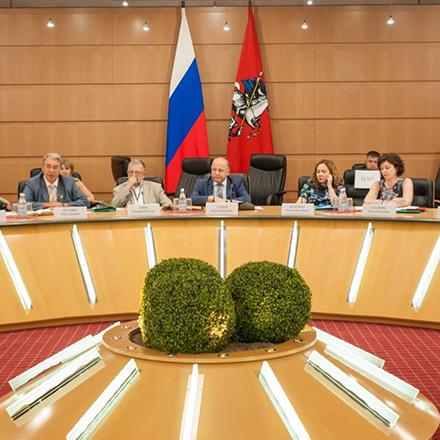 Участие в работе Совета по делам национальностей при Правительстве Москвы (членство в Президиуме, руководство комиссией по образованию и науке данного Совета).